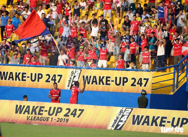 Sân Bình Dương đông kỷ lục trong ngày tiếp CLB Hà Nội - Ảnh 3.