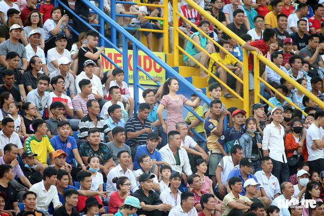 Sân Bình Dương đông kỷ lục trong ngày tiếp CLB Hà Nội - Ảnh 4.