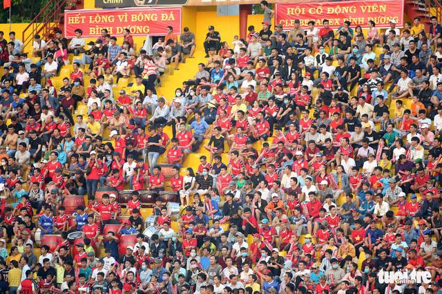 Sân Bình Dương đông kỷ lục trong ngày tiếp CLB Hà Nội - Ảnh 6.