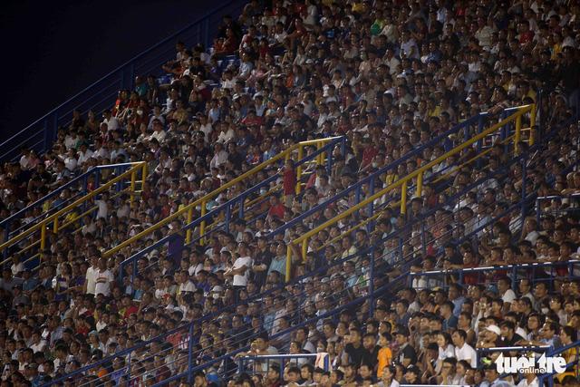 Sân Bình Dương đông kỷ lục trong ngày tiếp CLB Hà Nội - Ảnh 9.
