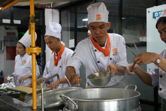 Đầu bếp - nghề tiềm năng trong cuộc sống hiện đại - Ảnh 1.