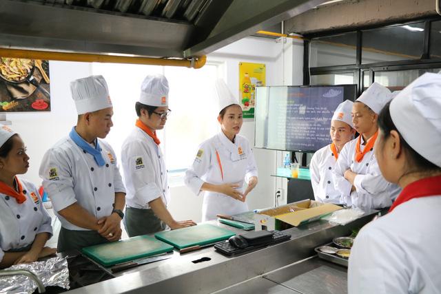 Đầu bếp - nghề tiềm năng trong cuộc sống hiện đại - Ảnh 2.