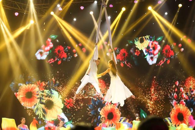 Kết hợp múa lửa trong hit của Hồ Ngọc Hà, Hà Nhi - Tăng Phúc đoạt quán quân - Ảnh 3.