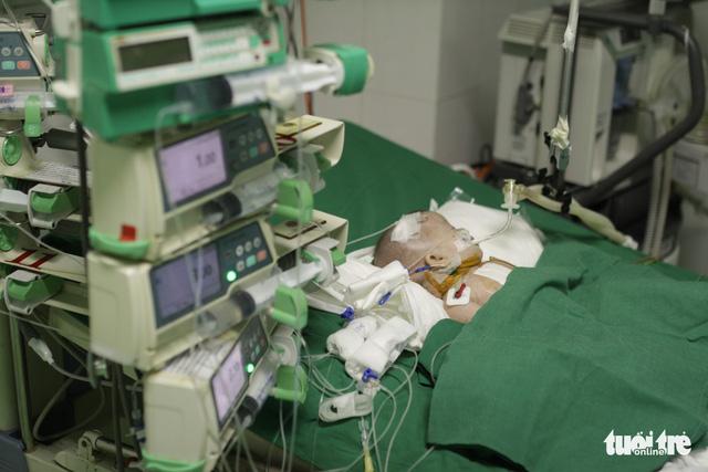 Nhà hảo tâm Úc tặng máy ECMO và 5 lồng ấp sơ sinh hơn 4 tỷ đồng - Ảnh 3.