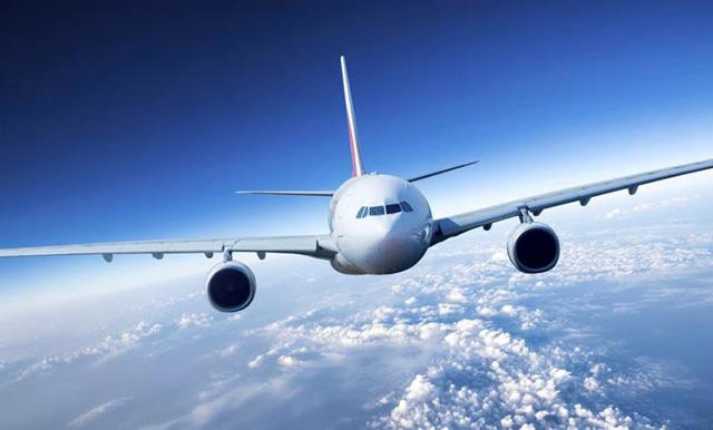 Nhật Bản tăng án phạt phi công sử dụng đồ uống có cồn trước chuyến bay - Ảnh 1.