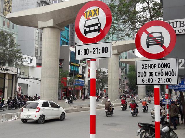 Hà Nội công bố 11 tuyến phố cấm taxi và xe tải hoạt động giờ cao điểm - Ảnh 1.
