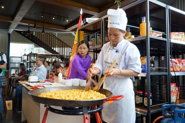 Ngày Tapa thế giới quảng bá ẩm thực Tây Ban Nha - Ảnh 1.
