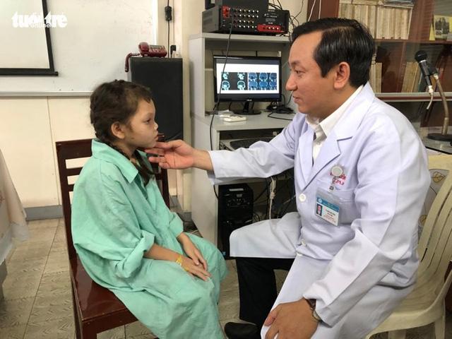 Trả lại ánh sáng cho bé gái bị khối u xâm lấn mắt - Ảnh 1.