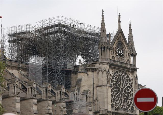 Cháy Nhà thờ Đức Bà Paris: Kêu gọi trẻ em, phụ nữ mang thai xét nghiệm - Ảnh 1.