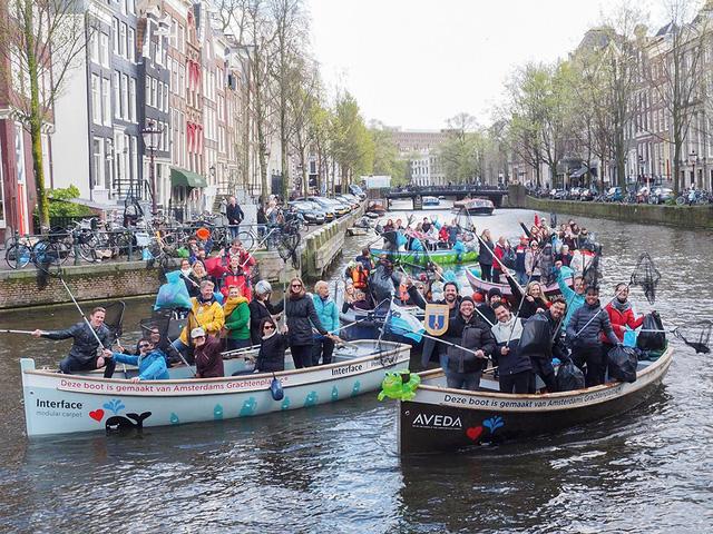 Độc đáo du lịch trên kênh và câu rác thải nhựa ở Hà Lan - Ảnh 1.