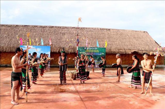 Nhà trưng bày đàn đá - điểm đến mới thu hút du khách tại Đắk Nông - Ảnh 1.