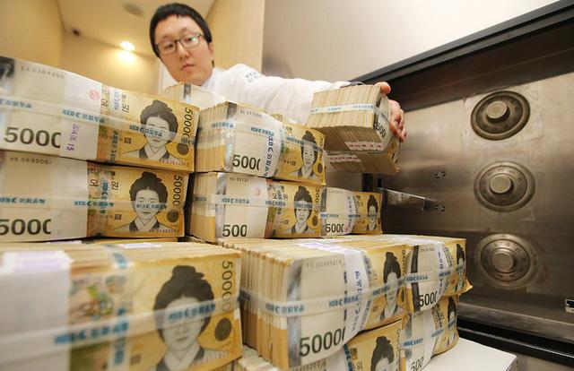 Đồng won sụt giá chóng mặt do căng thẳng thương mại Mỹ - Trung - Ảnh 1.