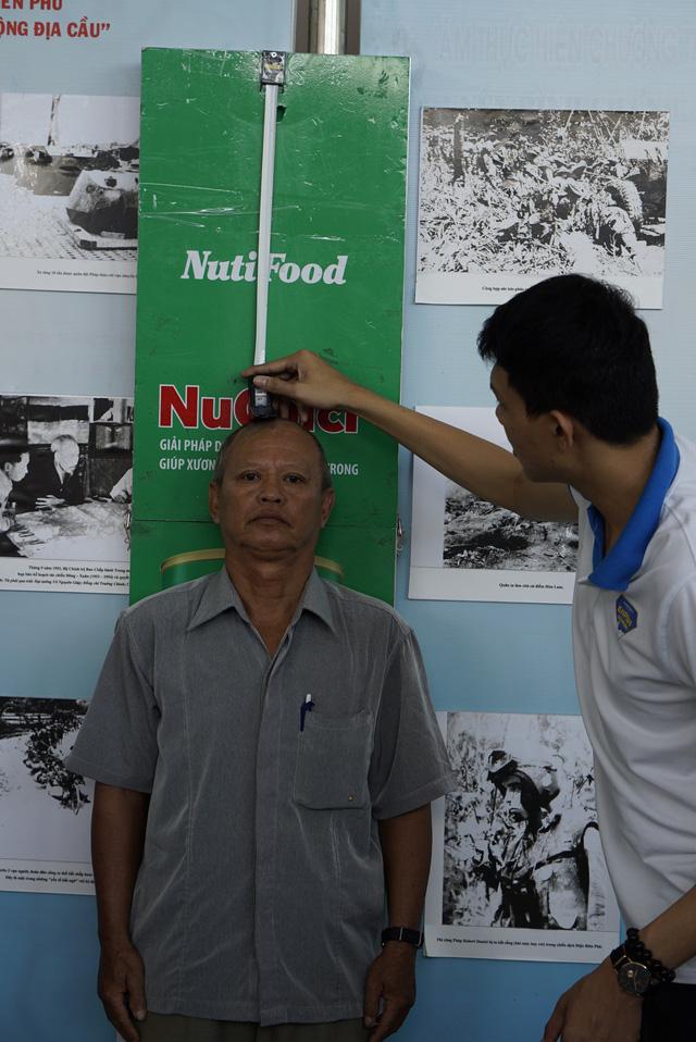 Chuyên gia dinh dưỡng NutiFood tư vấn dinh dưỡng cho các cụ cao niên - Ảnh 4.