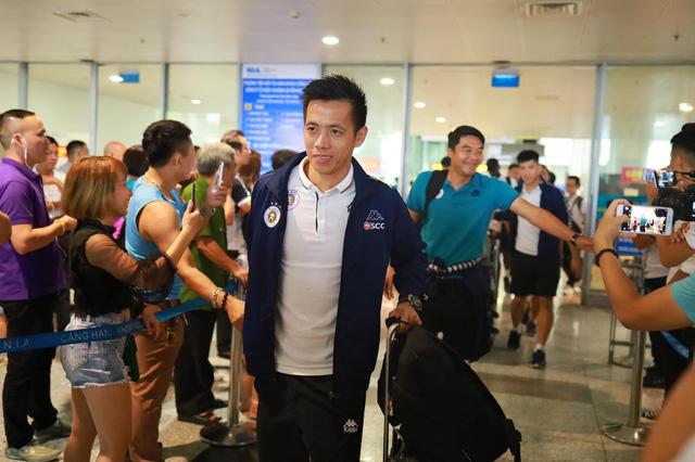 Quang Hải bị lạc ở sân bay Matxcơva, hội quân muộn cùng đội tuyển Việt Nam - Ảnh 1.