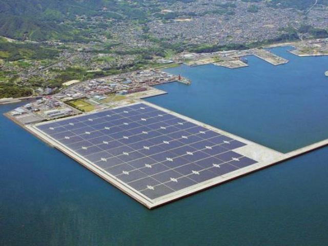 Brazil khánh thành nhà máy điện Mặt Trời nổi đầu tiên - Ảnh 1.