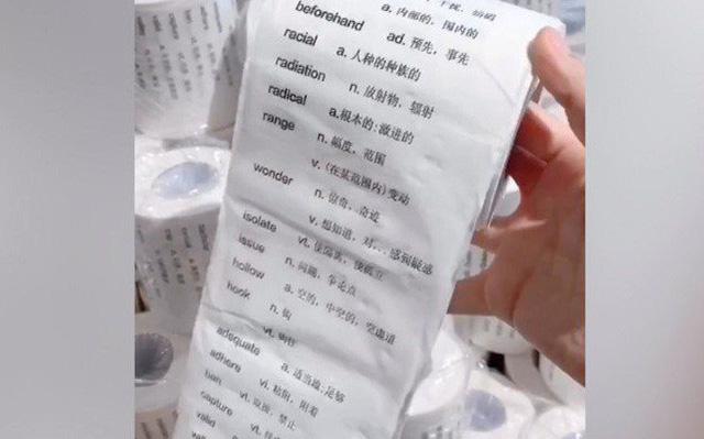 Bất ngờ với giấy cuộn vệ sinh giúp học tiếng Anh