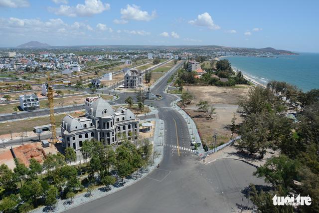 Bình Thuận và Bộ Xây dựng phải kiểm tra việc sân golf Phan Thiết biến thành khu đô thị - Ảnh 1.