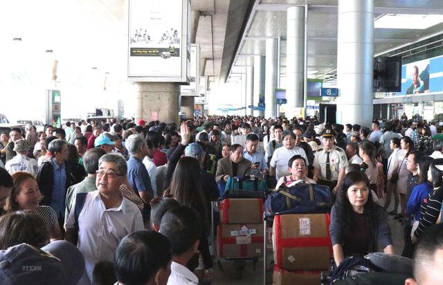 Sân bay Tân Sơn Nhất khuyến cáo hành khách đến sớm 3 tiếng dịp tết - Ảnh 1.
