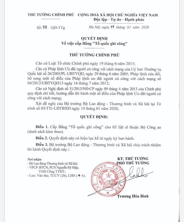 Cấp bằng Tổ quốc ghi công cho ba liệt sĩ công an hi sinh ở Đồng Tâm. - Ảnh 1.