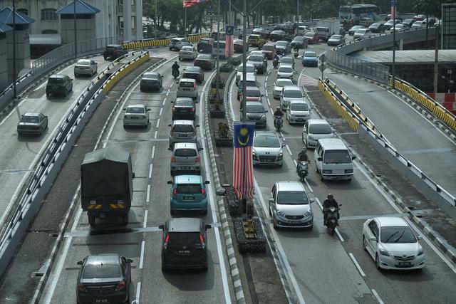 Malaysia giảm 50% phí cho người vi phạm giao thông nộp phạt online - Ảnh 1.