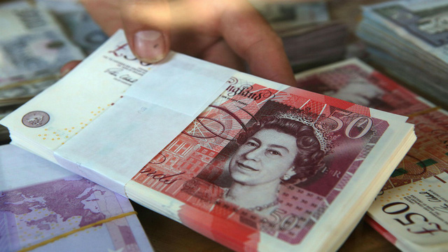 Anh: Lạm phát giảm xuống mức thấp nhất trong hơn ba năm - Ảnh 1.
