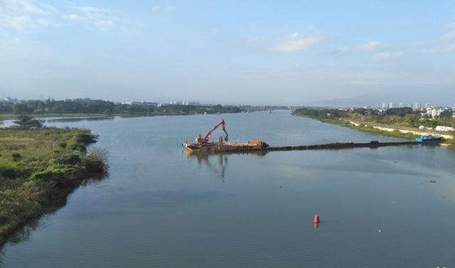 Đà Nẵng xây đập tạm trên sông Cẩm Lệ đề phòng nước nhiễm mặn - Ảnh 1.