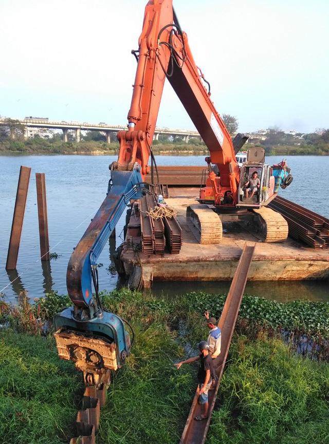 Đà Nẵng xây đập tạm trên sông Cẩm Lệ đề phòng nước nhiễm mặn - Ảnh 2.