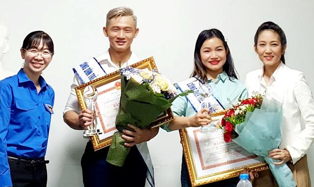 Hai 'Công dân trẻ tiêu biểu TP.HCM' nhận thưởng muộn vì bận công tác - Ảnh 1.