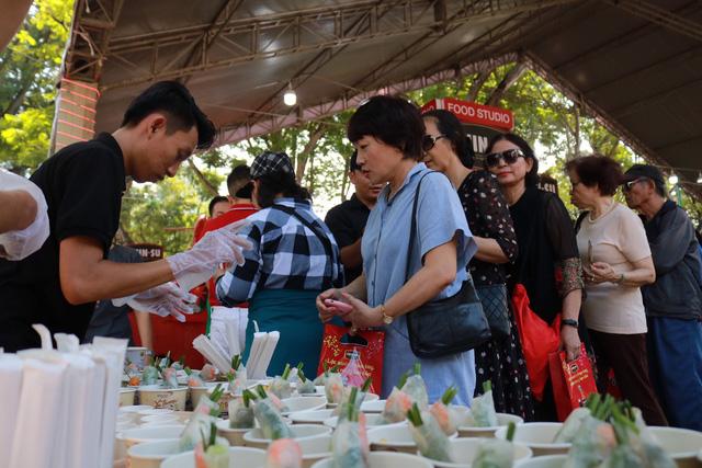 Ẩm thực Lễ hội Tết Việt - Tet Festival 2020 hút khách - Ảnh 3.
