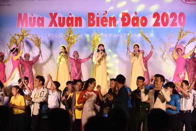 Mùa xuân biển đảo 2020: Những chiến sĩ tuổi đôi mươi khoe tài hát, nhảy - Ảnh 5.
