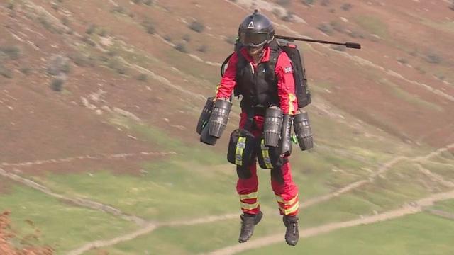 Anh thử nghiệm thành công Bộ đồ bay phản lực dành cho nhân viên y tế - Ảnh 1.