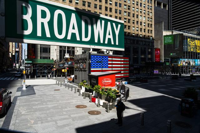Sân khấu Broadway phải đóng cửa tới Hè 2021 vì đại dịch COVID-19 - Ảnh 1.