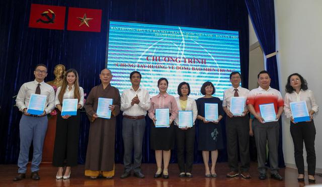 Người dân, học sinh TP.HCM chung tay góp 7,7 tỉ hỗ trợ đồng bào miền Trung - Ảnh 1.