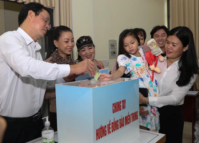 Người dân, học sinh TP.HCM chung tay góp 7,7 tỉ hỗ trợ đồng bào miền Trung - Ảnh 3.