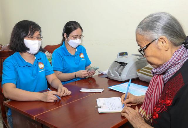 Người dân, học sinh TP.HCM chung tay góp 7,7 tỉ hỗ trợ đồng bào miền Trung - Ảnh 4.