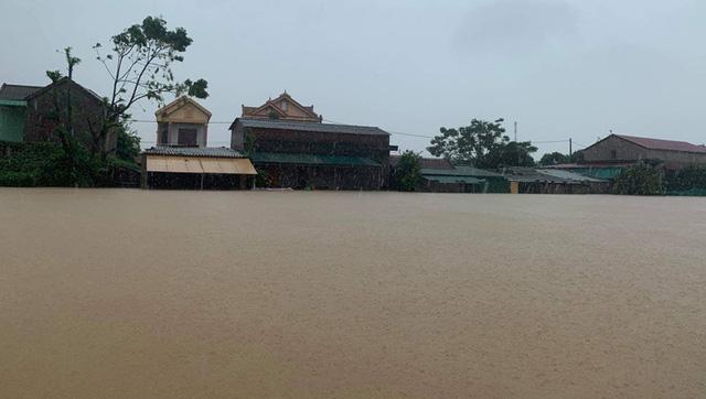 Lũ ở Quảng Bình lại lên vượt mức lịch sử - Ảnh 2.
