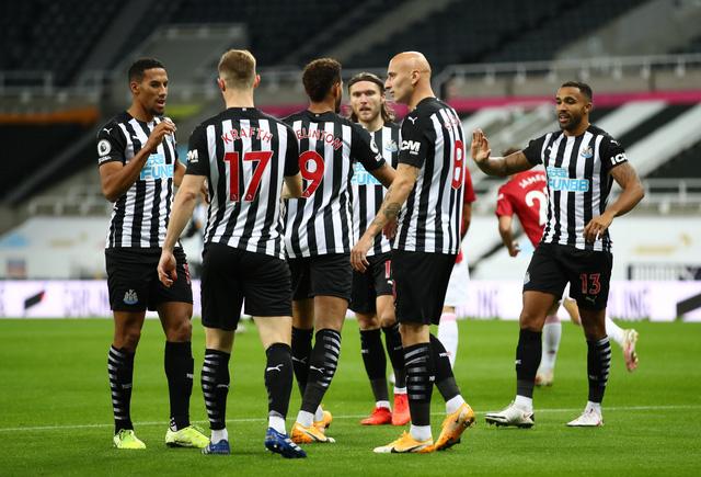 Bùng nổ cuối trận, Man Utd thắng đậm Newcastle tại St James Park - Ảnh 1.