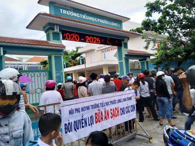 Trường bị tố bớt xén thức ăn thông báo tạm ngưng bếp ăn bán trú - Ảnh 1.