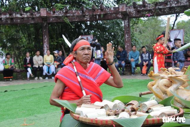 Độc đáo lễ cầu mưa và lễ dâng y Kathina tại làng Văn hóa - Du lịch các dân tộc Việt Nam - Ảnh 8.