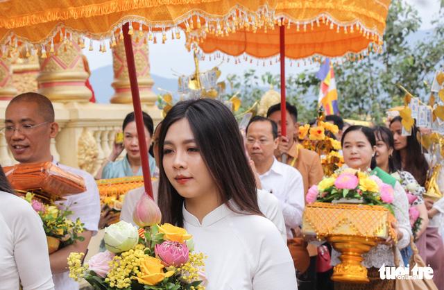 Độc đáo lễ cầu mưa và lễ dâng y Kathina tại làng Văn hóa - Du lịch các dân tộc Việt Nam - Ảnh 3.