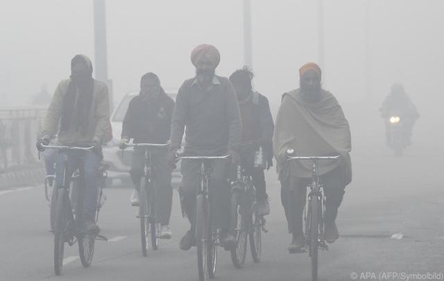 Khói mù bao trùm cả thủ đô New Delhi của Ấn Độ - Ảnh 1.
