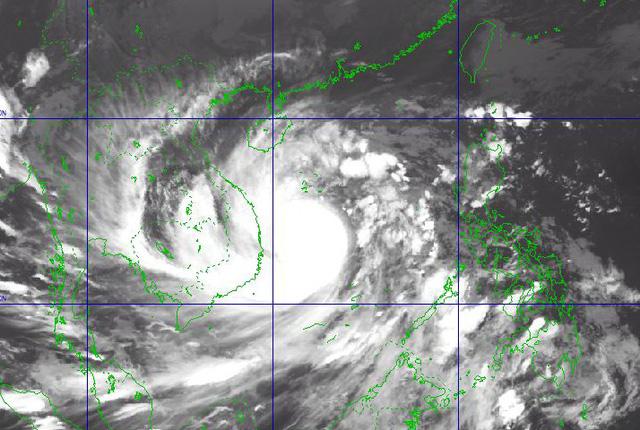 22h ngày 27-10, bão số 9 cách Phú Yên 286 km, giật cấp 17 - Ảnh 2.