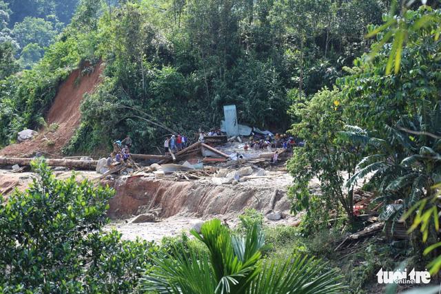 Cập nhật mới nhất ở Nam Trà My: Hơn 30 người sống sót, còn 13 người mất tích - Ảnh 4.