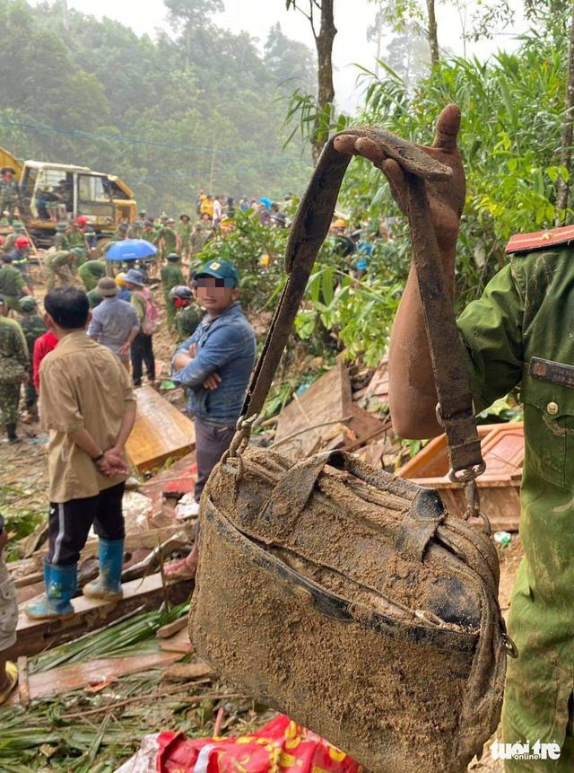 Sạt lở ở Trà Leng: Đưa những người bị thương cùng phụ nữ, trẻ em đến nơi ở tạm - Ảnh 2.