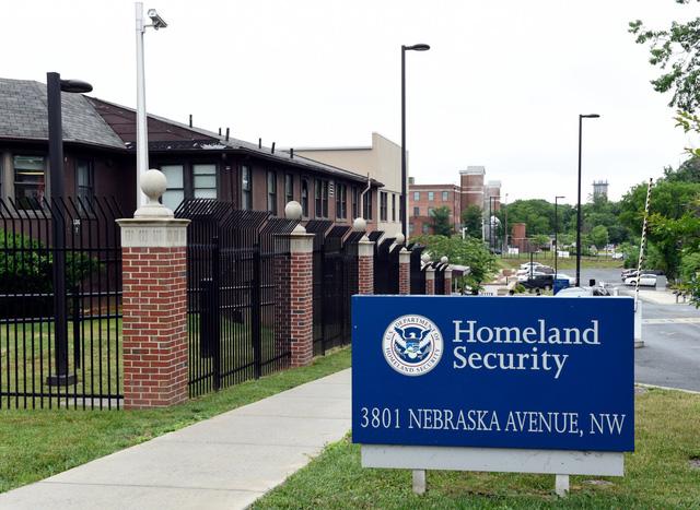 Chính quyền Mỹ đề xuất bãi bỏ chương trình thị thực xổ số H-1B - Ảnh 1.