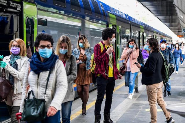 Phương tiện giao thông công cộng - nguồn lây lan dịch COVID-19 tại Italy - Ảnh 1.