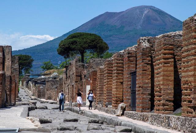 Núi lửa phun trào 2.000 năm trước biến não người thành thủy tinh - Ảnh 1.