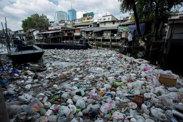 Thái Lan nghiên cứu dùng chất thải nhựa để làm đường giao thông - Ảnh 1.