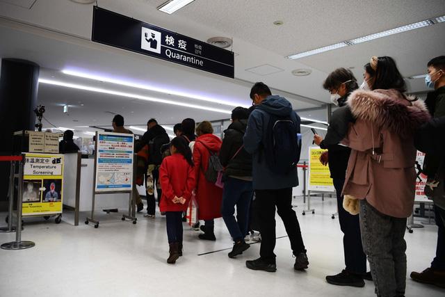 Nhật Bản xem xét nới lỏng quy định cách ly đối với trường hợp nhập cảnh - Ảnh 1.
