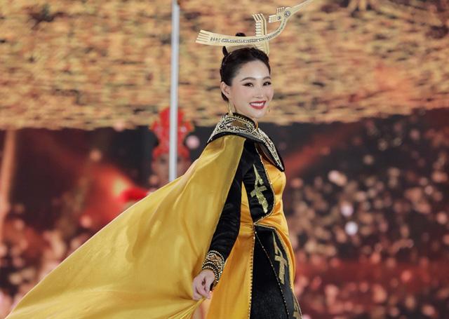 Chung kết Hoa hậu Việt Nam 2020: Ai sẽ là chủ nhân vương miện Một thập kỷ nhan sắc? - Ảnh 4.